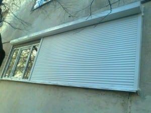 Rulouri-electrice-aplicate-pe-zid1-300x225 Rulouri aluminiu electrice