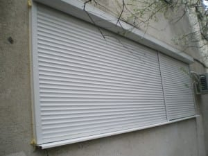 Rulouri-late-pe-zid-cu-glaf-300x225 Rulou exterior perete