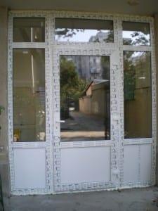 usa-bloc-REHAU-225x300 Usi PVC bloc